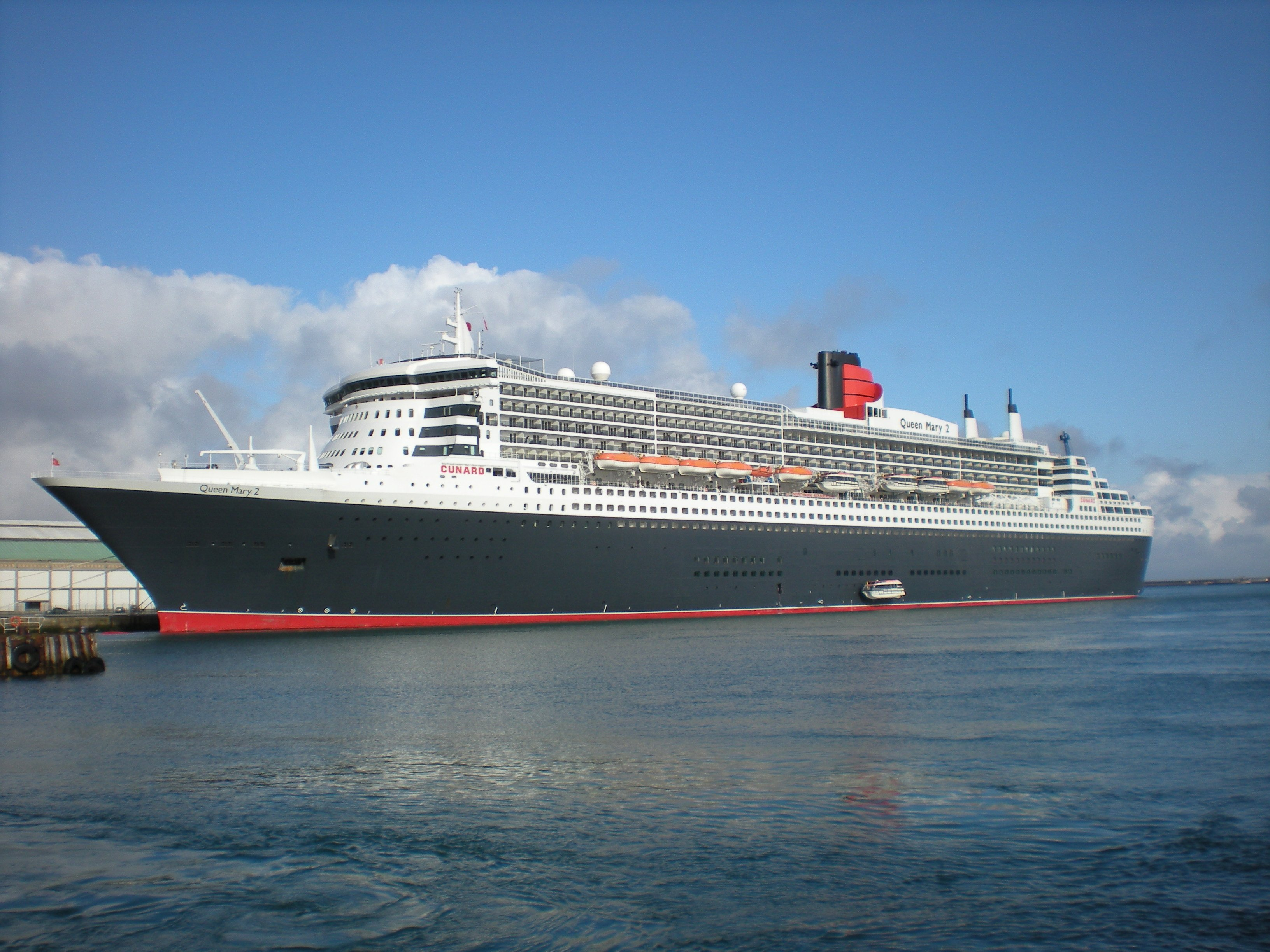 Queen mary 2 paquebots et car ferries cherbourg for Garderobe queen mary 2